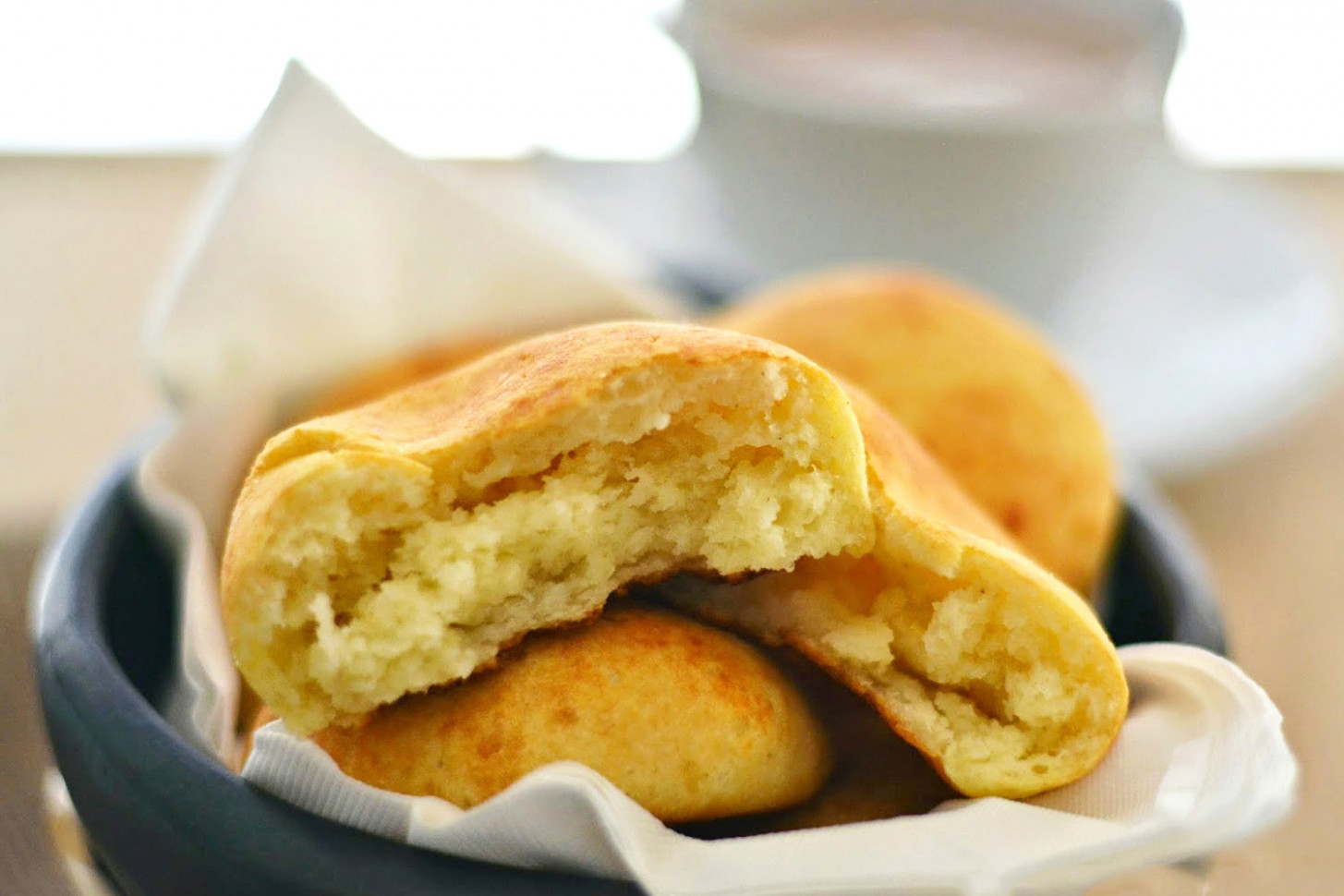 Almojábanas Recipe (Authentic Colombian Cheese Bread) - recipes colombian food