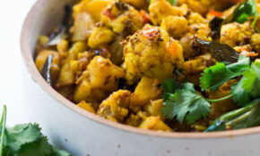 Aloo Gobi (Indian Spiced Potatoes & Cauliflower) | Feasting ..