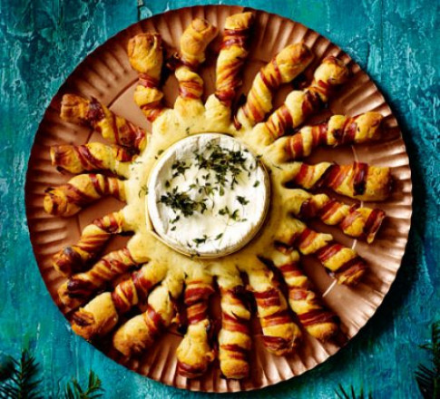 Baked camembert with bacon-wrapped breadsticks recipe ..