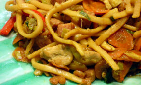 Bami Goreng (Indonesian Version of Lo Mein)