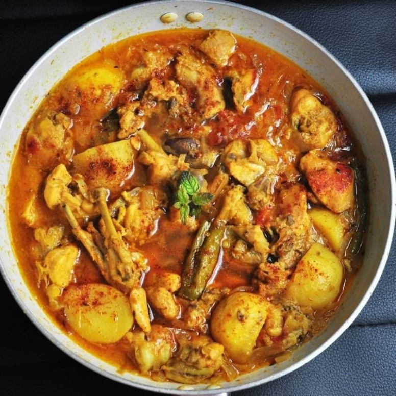 Bengali Chicken and Potato Curry | Chicken in 2019 ..