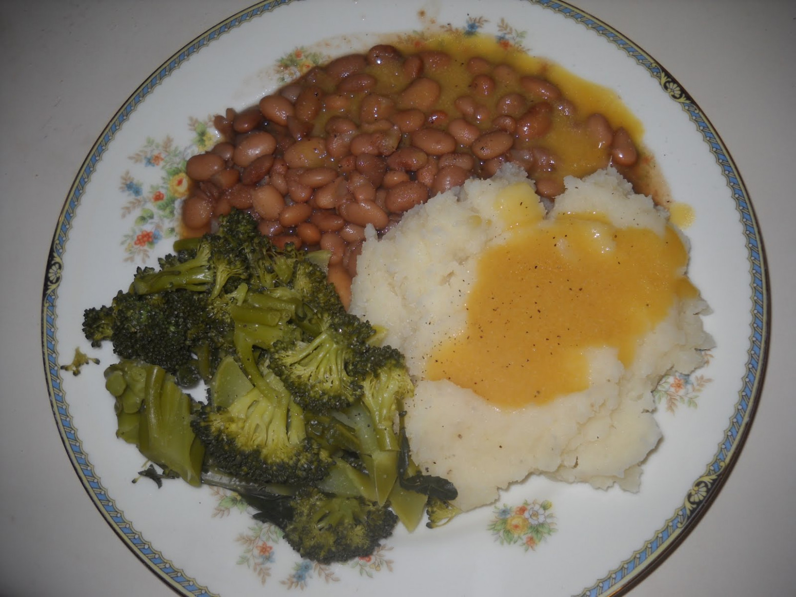 Blessed Vegan Life: Pintos with Mashed Potatoes and Gravy - recipe vegetarian gravy for mashed potatoes