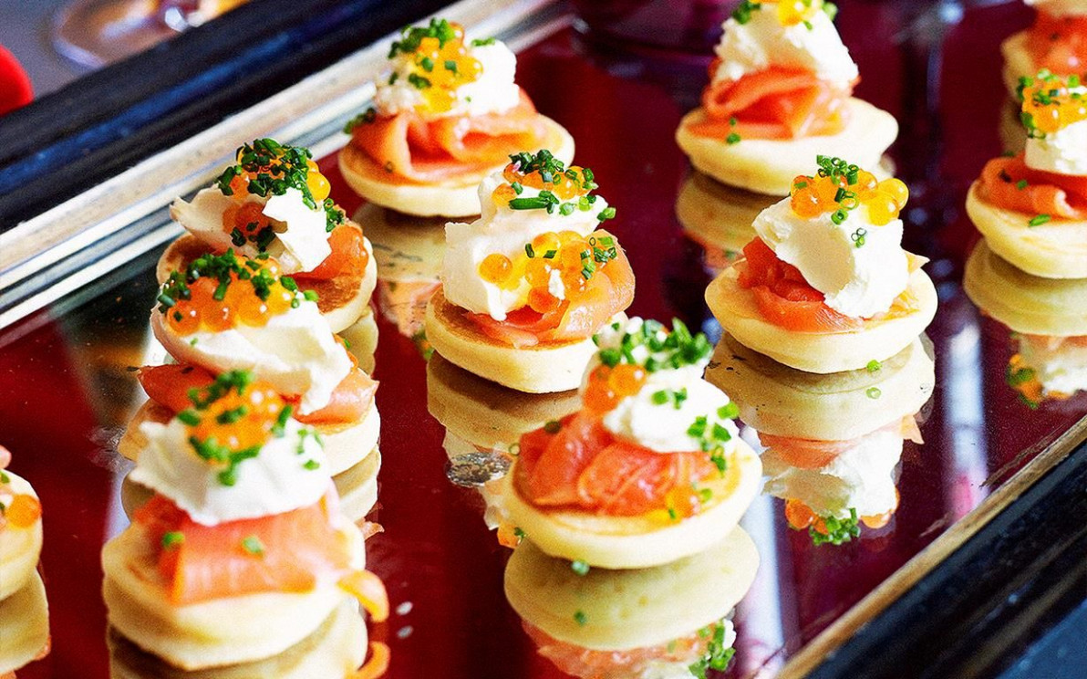 Blinis with smoked salmon | Recipe in 2019 | cooking ..