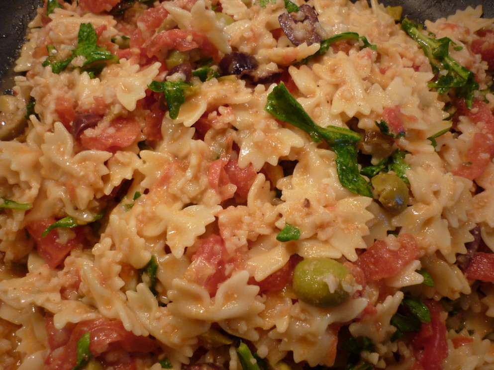 Bowties W/Arugula, Olives, Bulgur, And Fresh Tomato Wedges - Pasta Salad Recipes Vegetarian