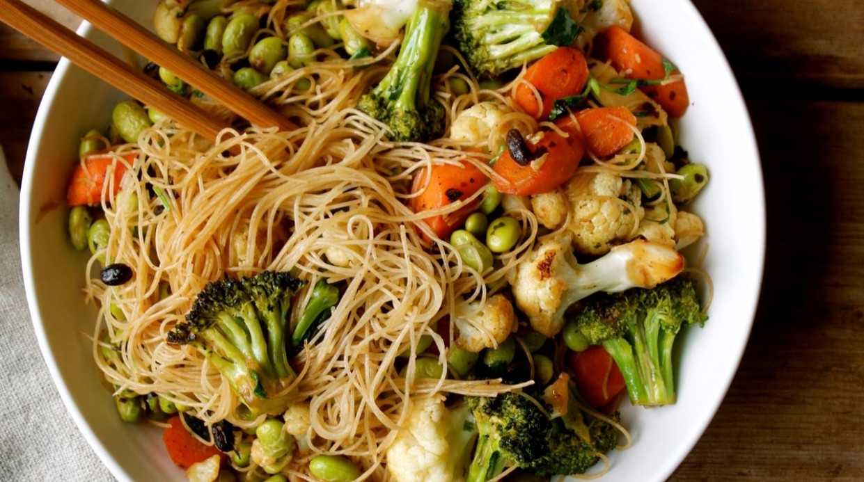 Brown Rice Vermicelli with Salted Beans, Veggies & Edamame ..