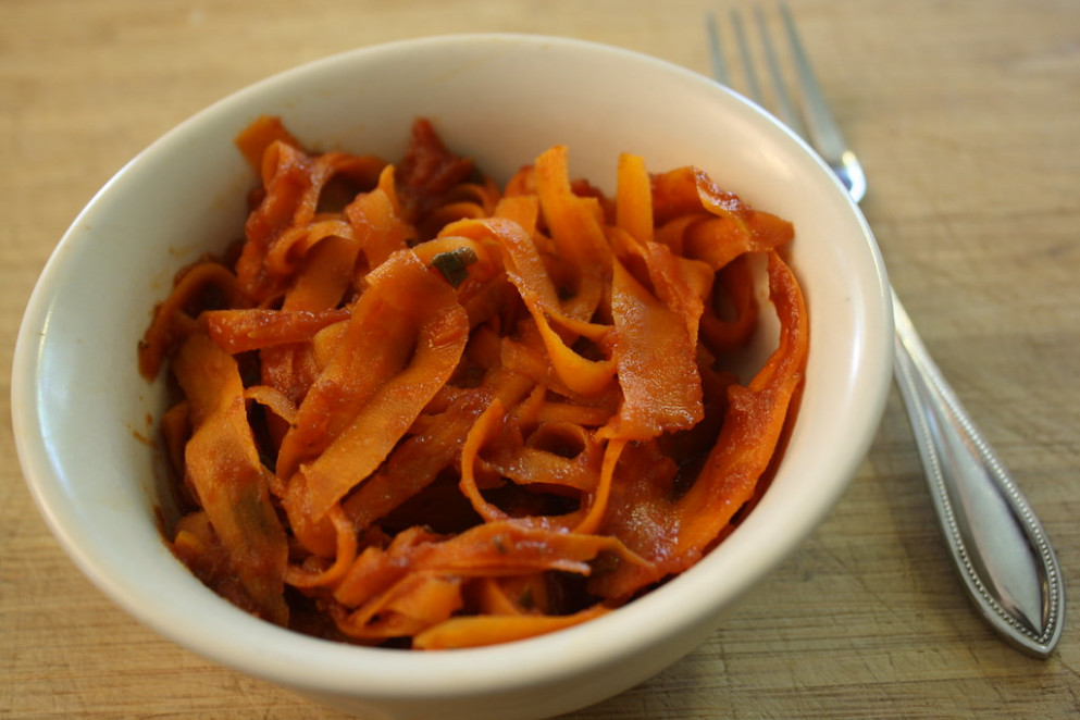 "carrot ""pasta"" for one - quick vegan recipes dinner"