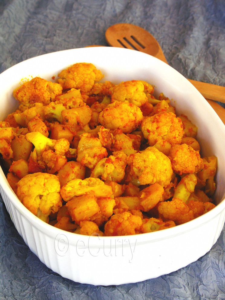 Cauliflower with Tomatoes cooked in mustard oil & ginger - recipes pure vegetarian