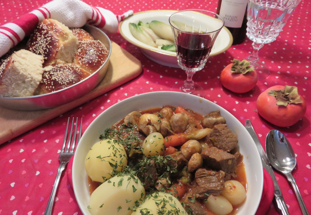 CHEZ SIMONE. Boeuf Bourguigon, served with steamed potatoes, rolls, wine..