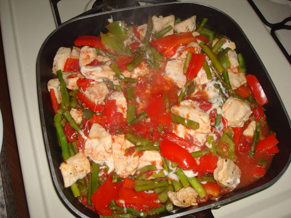 Chicken with Asparagus and Roasted Red Peppers - organic chicken recipes dinner