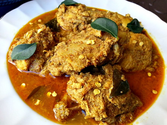 Chicken Xacuti – Chicken curry made with roasted grated ..