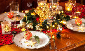 Christmas Eve Dinner Party Table Setting With Decorations ..