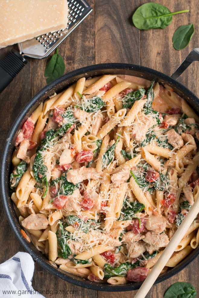 Creamy Tomato Chicken Florentine Pasta - Garnish & Glaze - Meal Prep Recipes Chicken