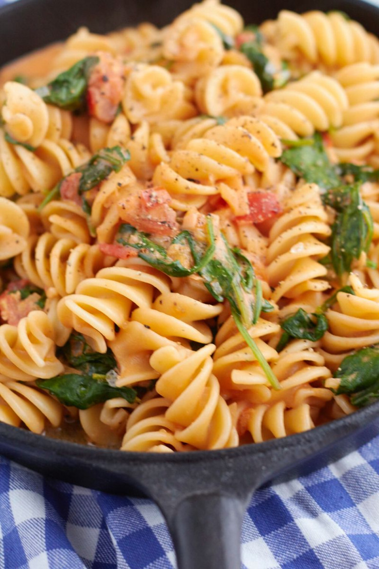 Cremige Spinat Tomaten Nudeln - Healthy Recipes Pasta