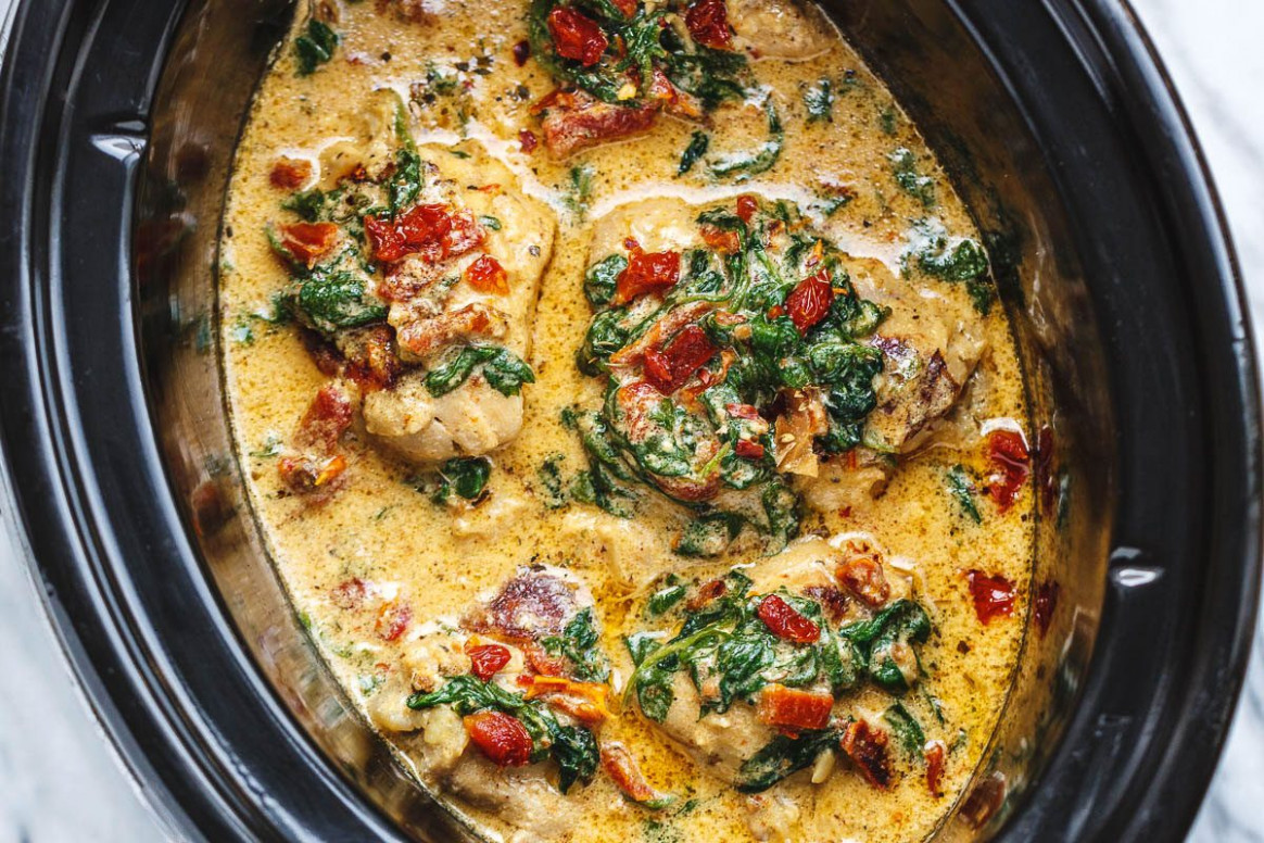 CrockPot Tuscan Garlic Chicken With Spinach And Sun Dried Tomatoes - Keto Instant Pot Recipes Chicken