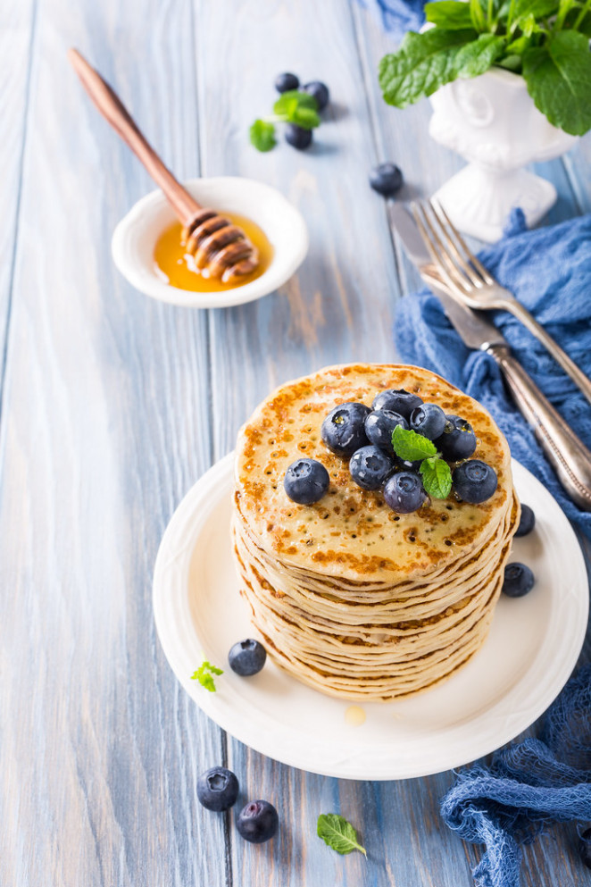 Delicious pancakes with fresh blueberries - healthy recipes and snacks