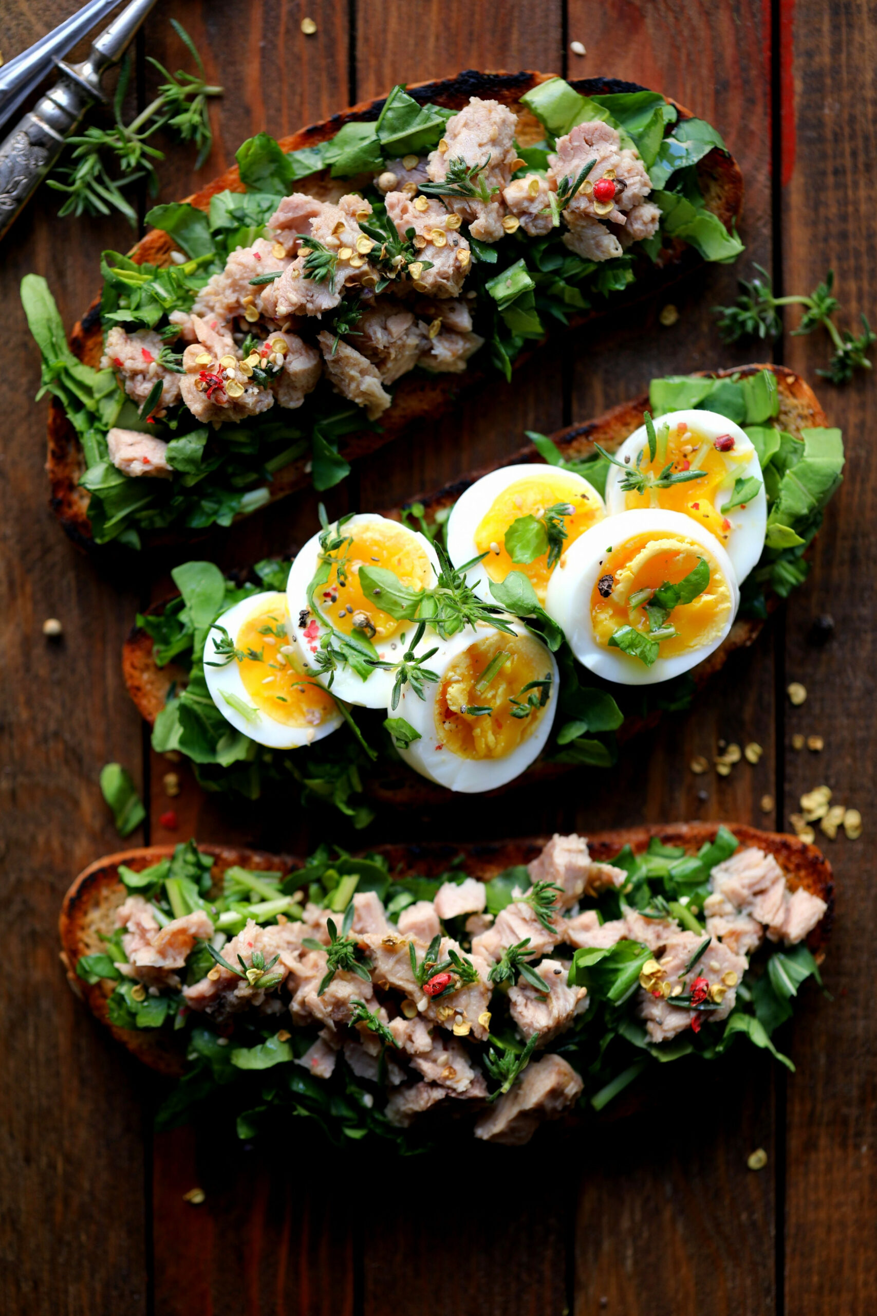 Dinner toasts with tuna salad, egg & greens - egg recipes dinner