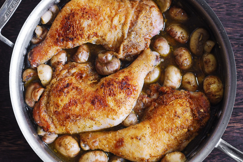Easy Chicken Legs with Creamy Mushroom Sauce - chicken recipes on pinterest