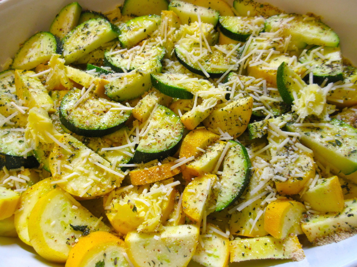 Easy & Delicious Mediterranean Baked Zucchini and Yellow Squash - yellow squash recipes vegetarian