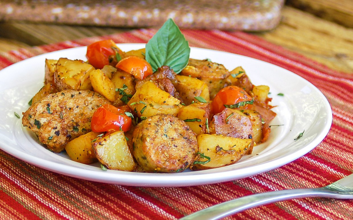 Easy One Skillet Meal: Hearty Italian Sausage and Potatoes - recipes using breakfast sausage links for dinner