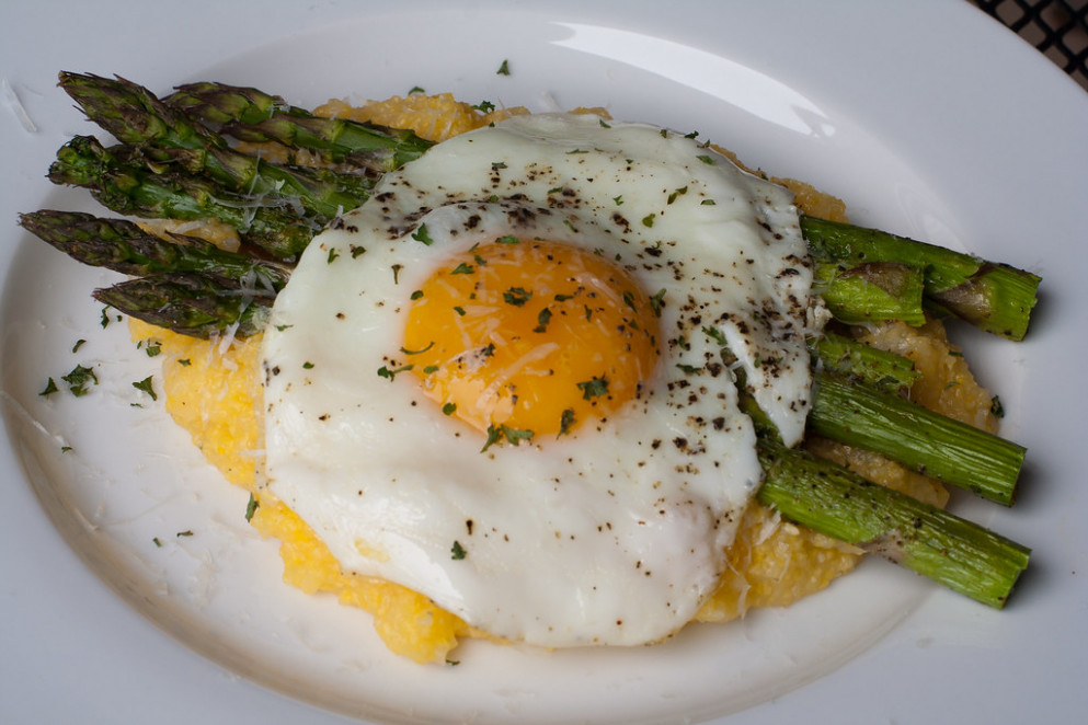 Eggs and Asparagus over Grits - food recipes egg