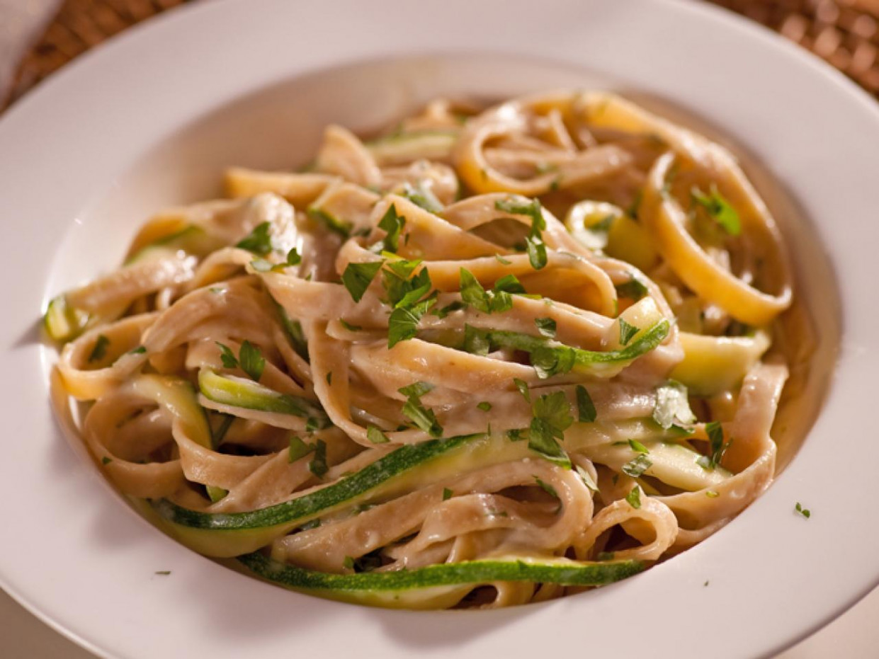 Fettuccini Alfredo With Zucchini Ribbons – Meatless Monday ..