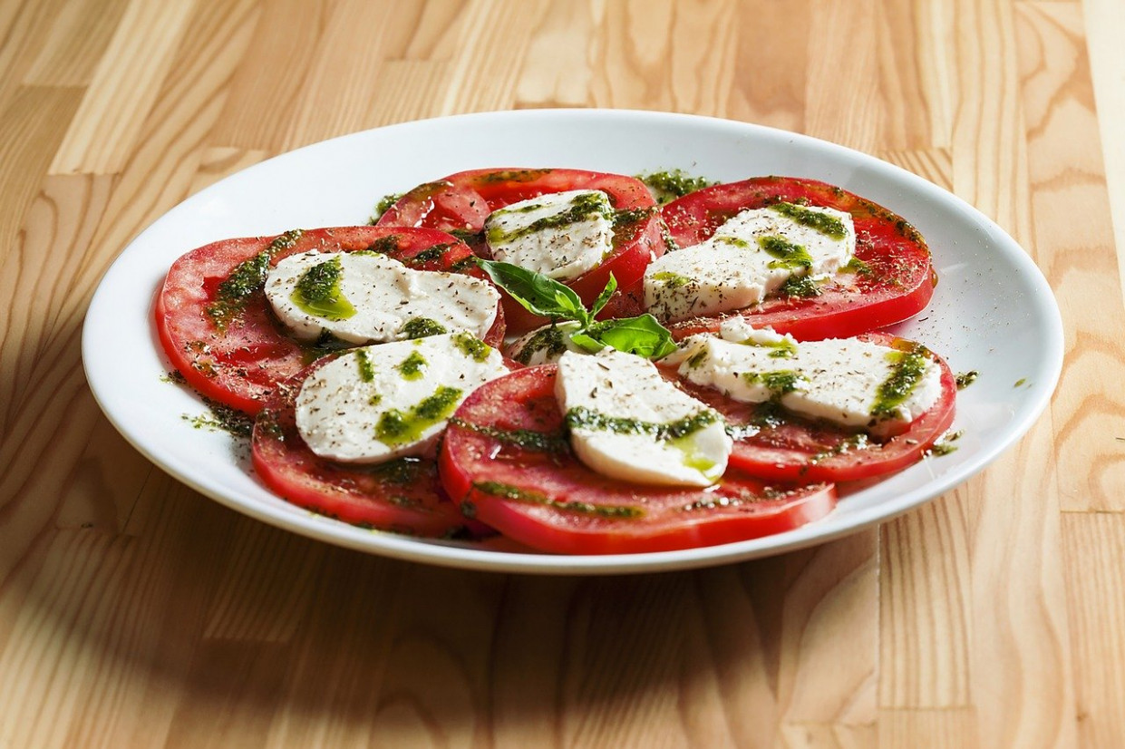 Food, Plate, Salad, Caprese, Meal - mediterranean dinner recipes
