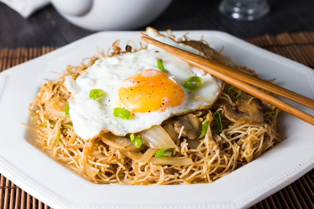 Fried Eggs With Chinese Noodles - Erren's Kitchen - Egg Noodle Recipes Vegetarian