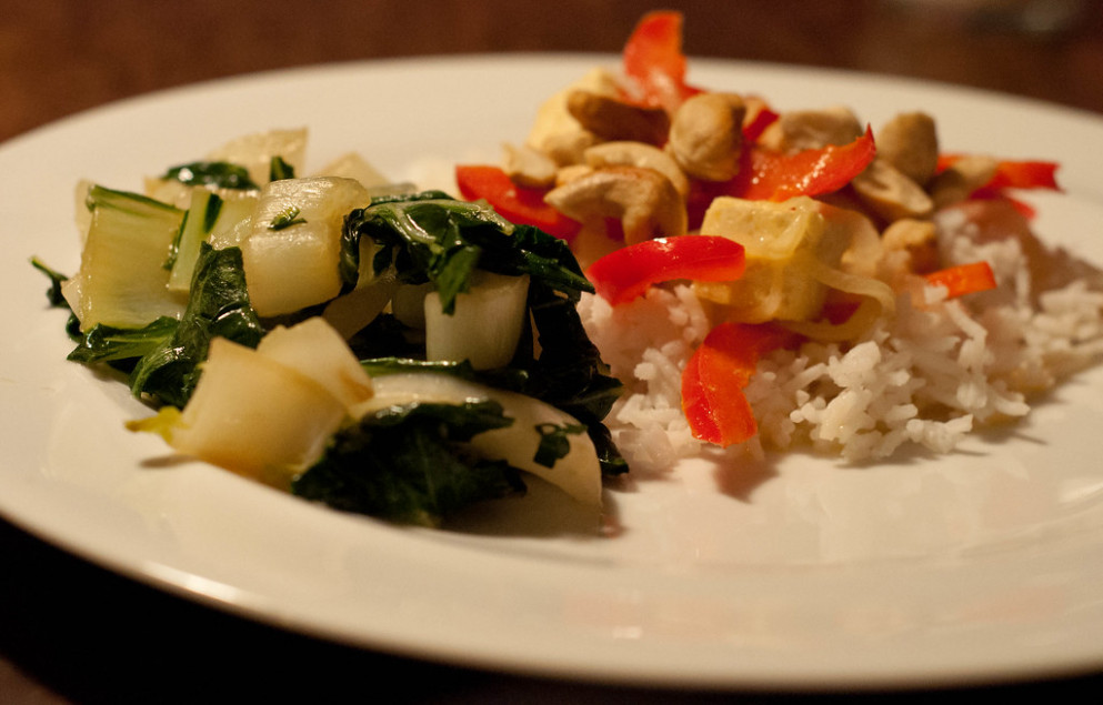 Fried tofu and pepper curry with toasted cashews - dinner recipes anti inflammatory