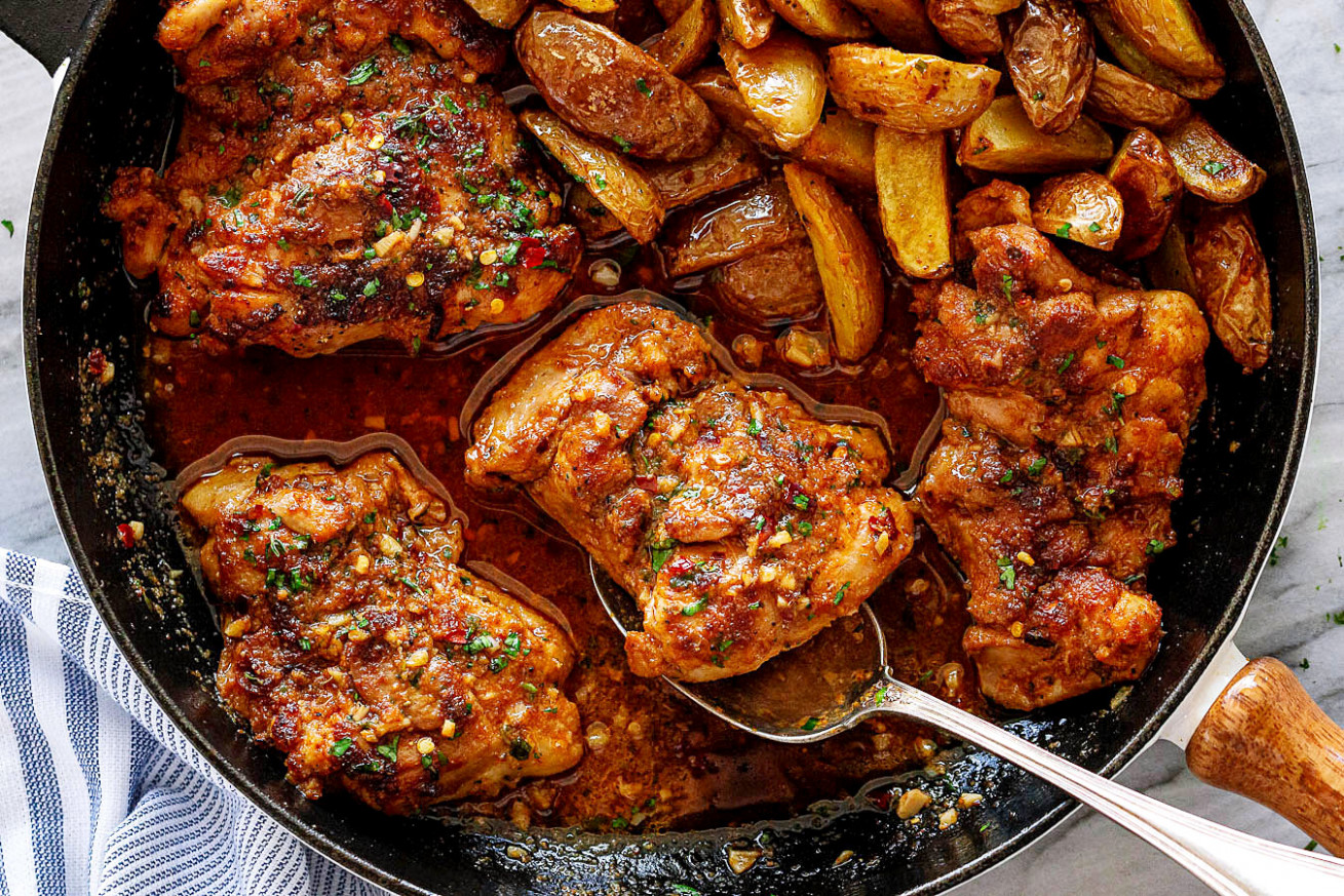 Garlic Butter Chicken Thighs and Baby Potatoes Skillet - recipes made with chicken thighs