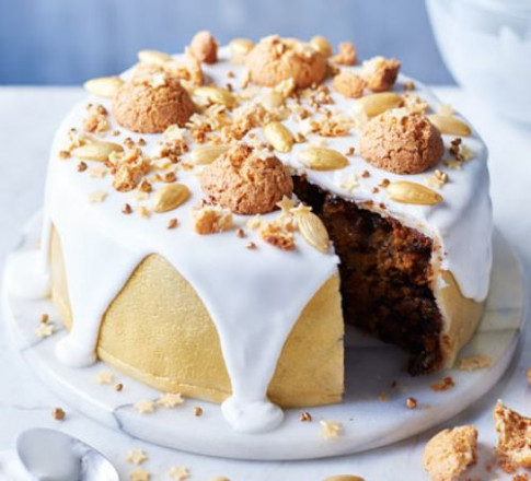 Golden Amaretti Christmas Cake Recipe | BBC Good Food - Good Food Xmas Recipes