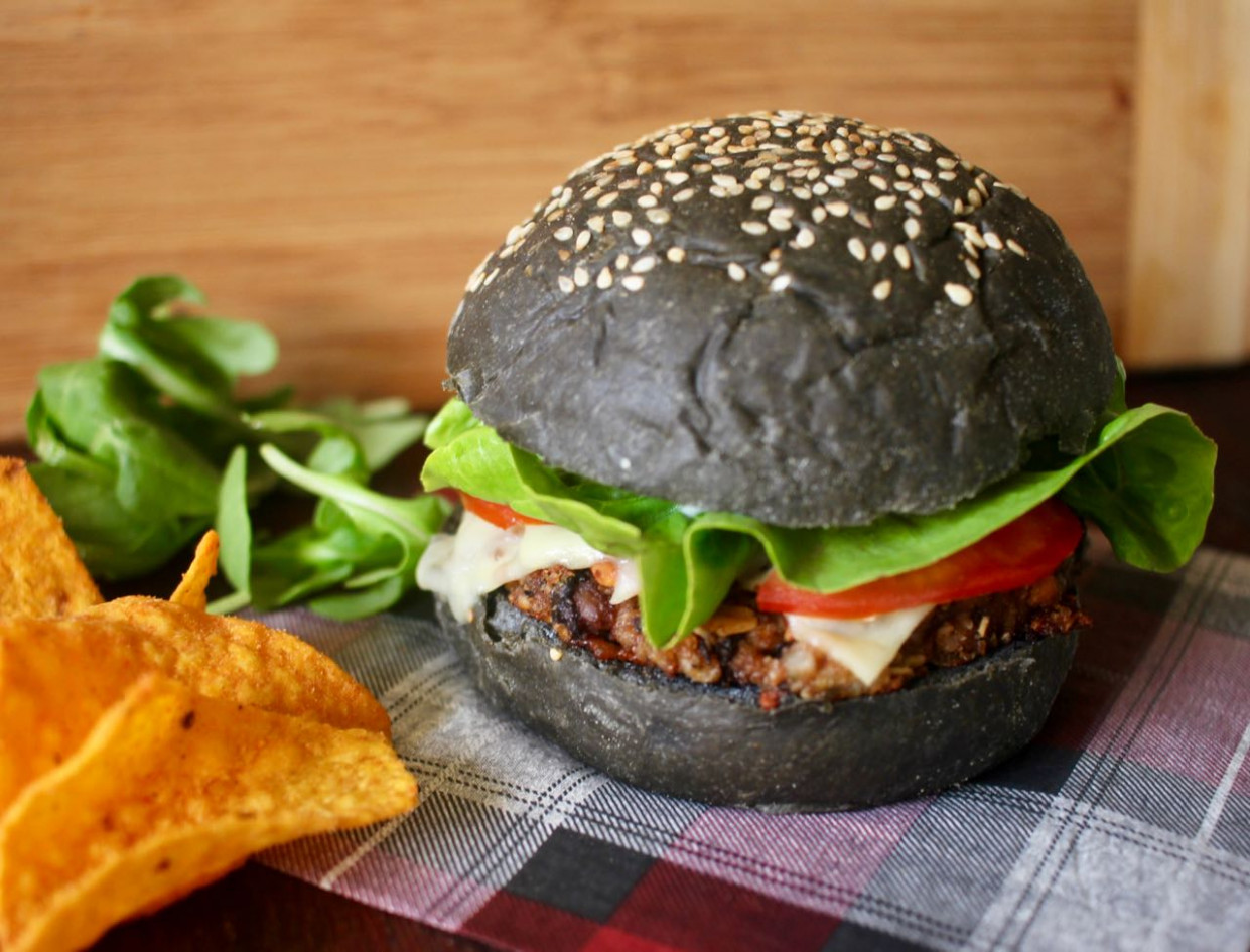 Green Gourmet Giraffe: Vegetarian Haggis Burgers (vegan option) - recipes vegetarian haggis