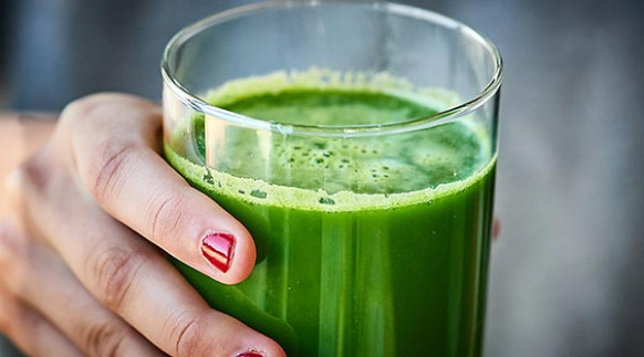 Green Juice Recipe - W/ Kale, Cucumber, Celery, & Apples - Healthy Green Juice Recipes