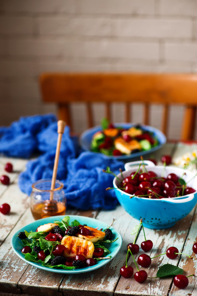 Grilled halumi  cheese salad with berries