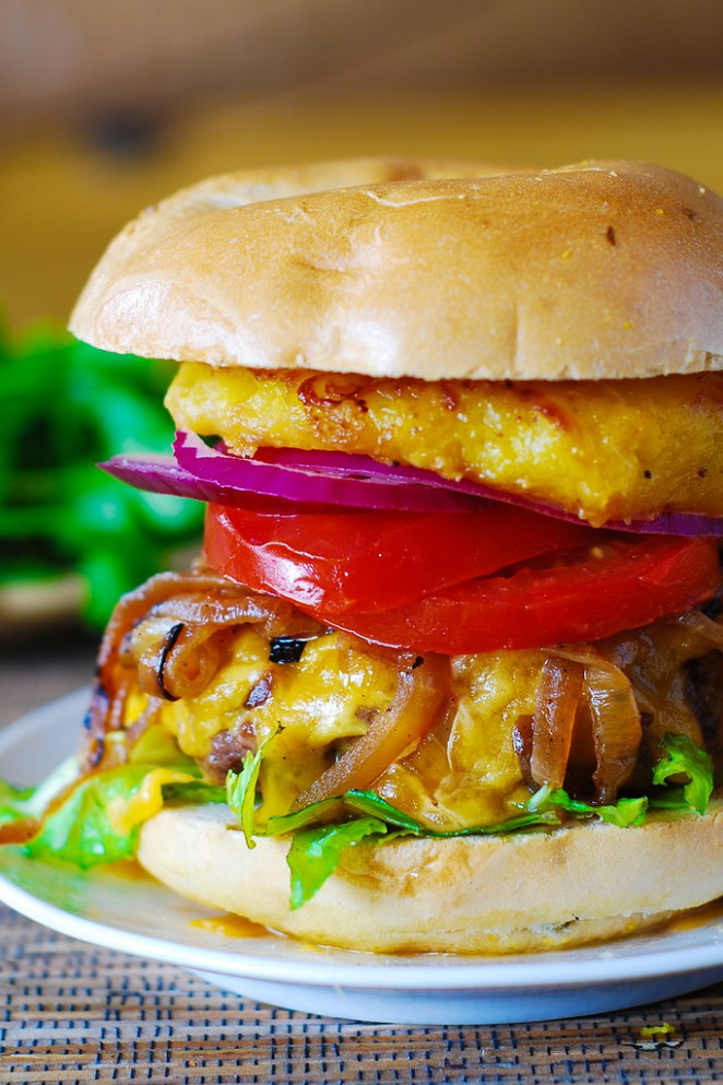 Hamburger with caramelized onions and grilled pineapple - dinner recipes hamburger