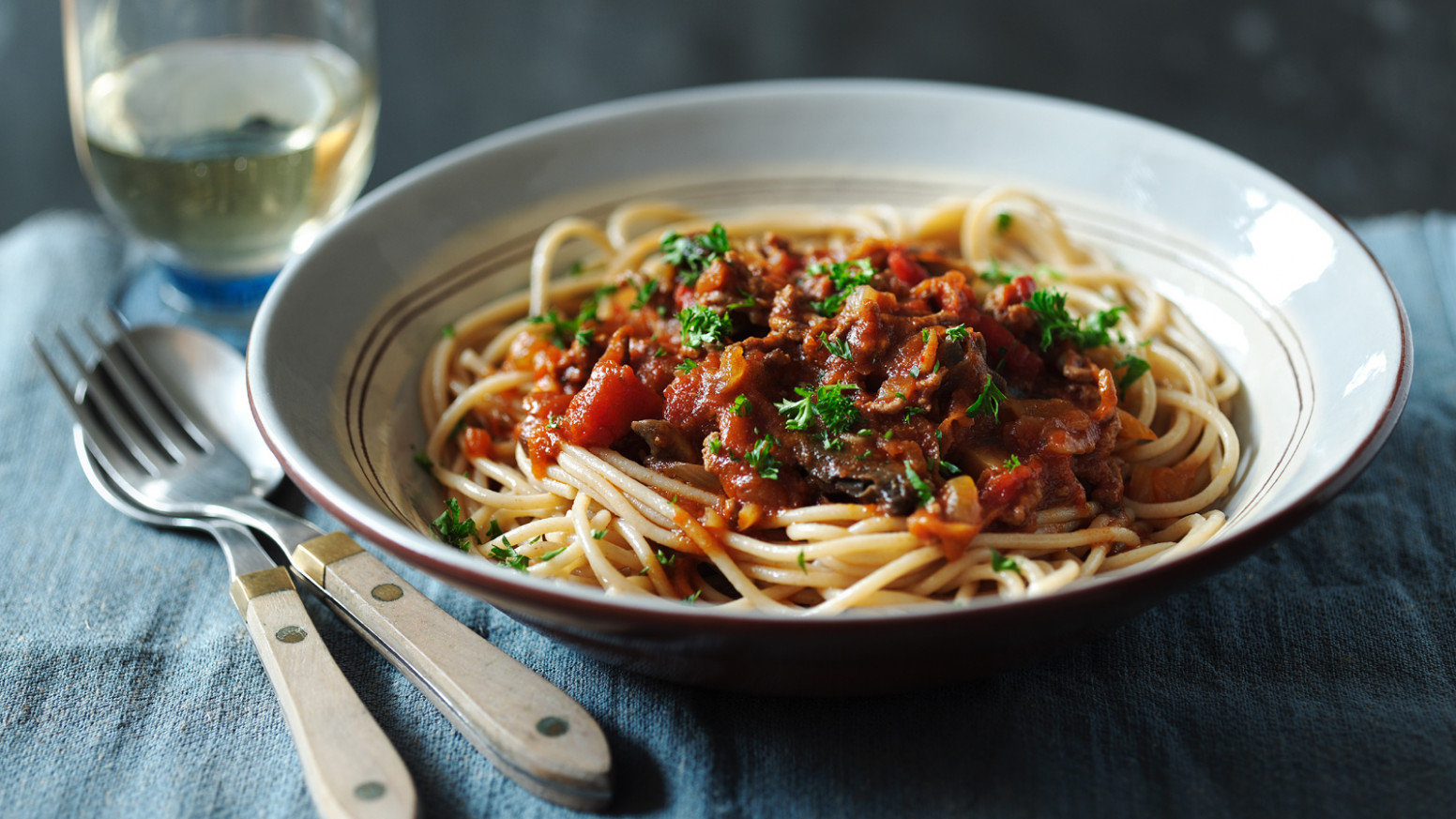 Healthy spaghetti bolognese - recipes with mince healthy