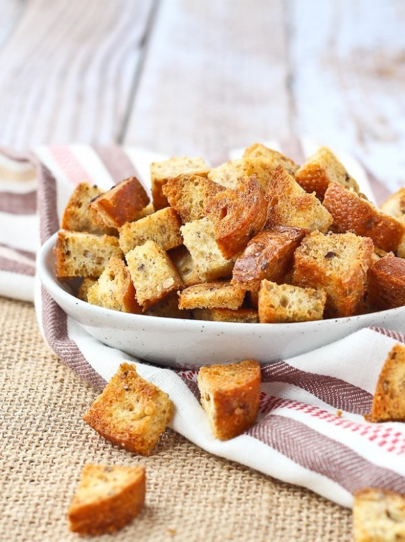 Homemade Croutons - 4 ingredients! baked - VIDEO ..