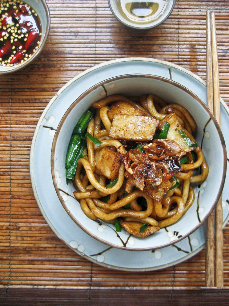 Hong Kong Style Soy Sauce Udon 豉油皇炒乌冬 - Easy Chinese Food Recipes