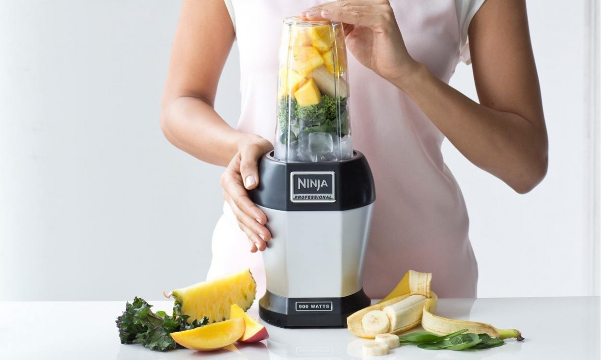 How to Use a Blender as a Juicer | Overstock
