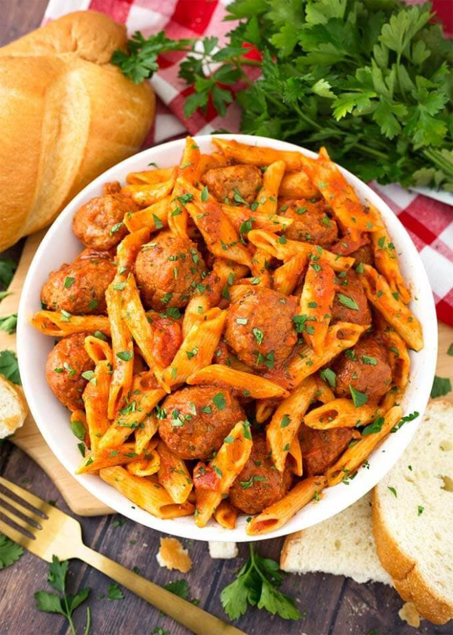 Instant Pot Meatball Pasta Dinner | Simply Happy Foodie - dinner recipes with frozen meatballs