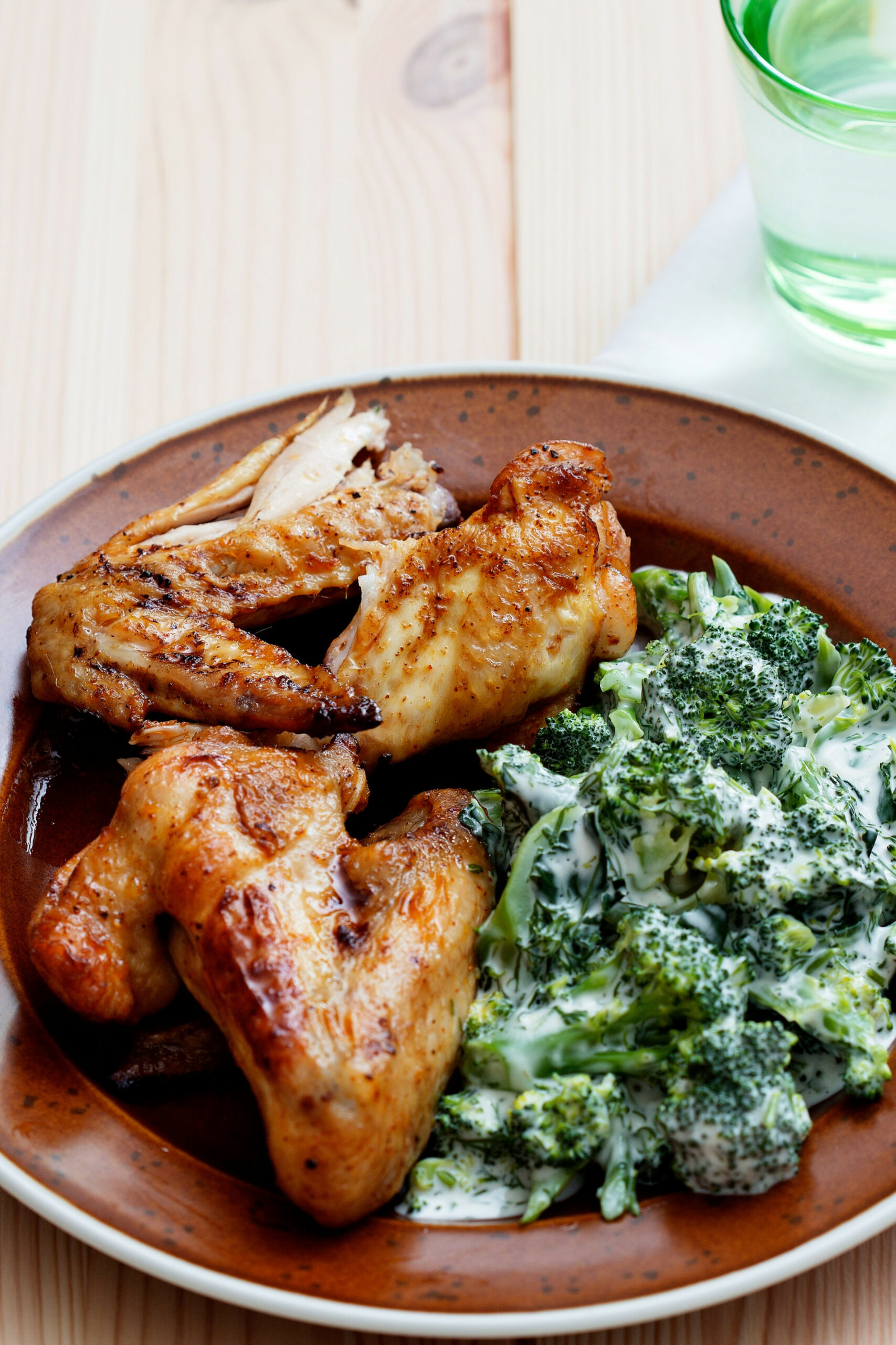 Keto chicken wings with creamy broccoli - Diet Doctor - keto diet recipes chicken
