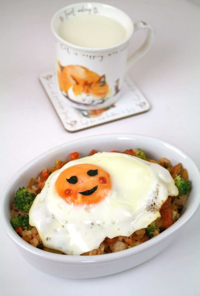 Kimchi Fried Rice with cute face - food recipes korean