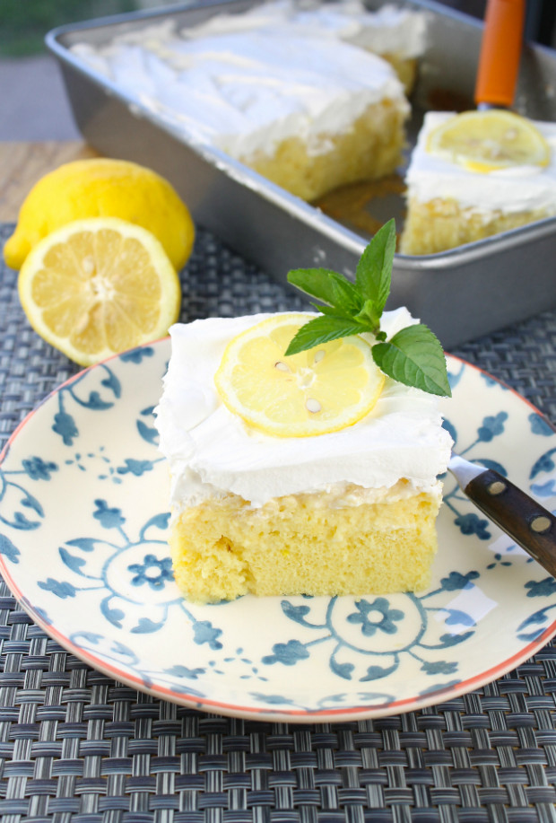Lemon Pineapple Poke Cake | RecipeLion