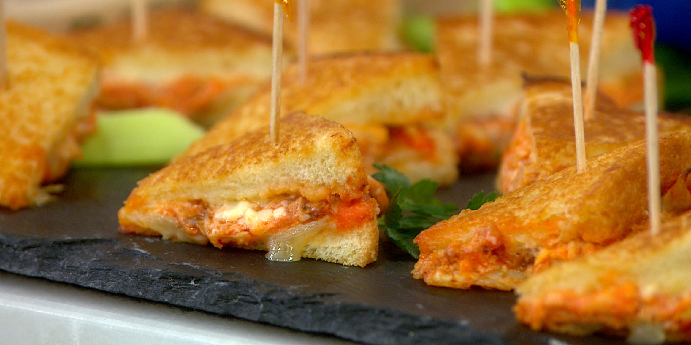 Mini Spicy Buffalo Chicken Grilled Cheese Sandwiches - easy finger food recipes for a crowd