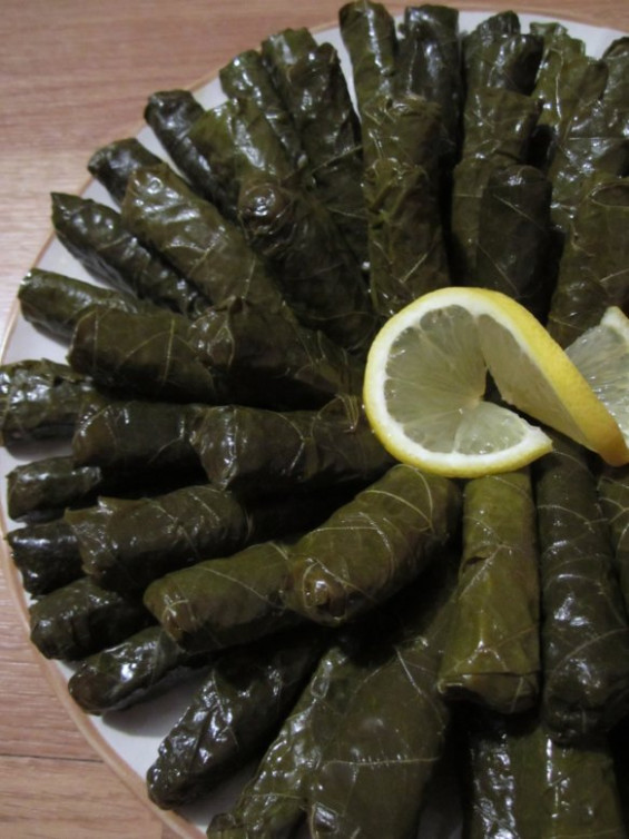Mission: Food: Yalanchi (Vegetarian Stuffed Grape Leaves) - vegetarian recipes zucchini tomatoes