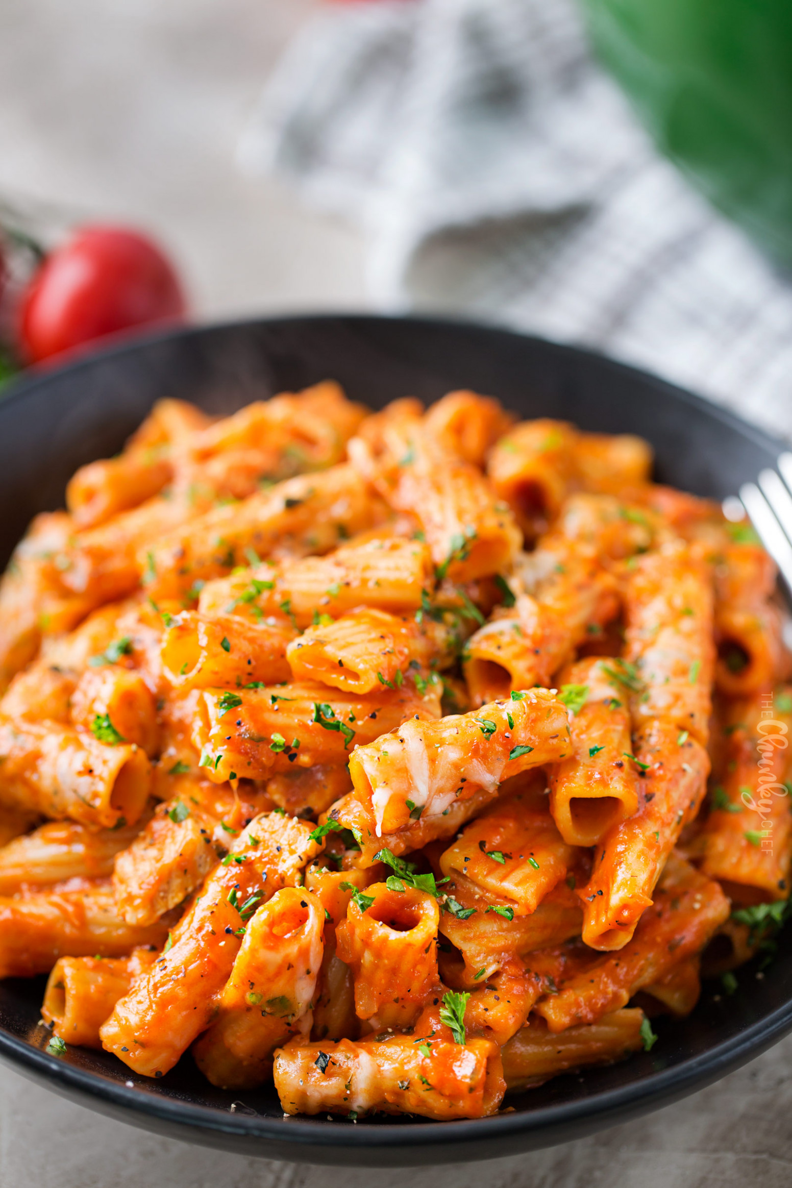One Pot Chicken Parmesan Pasta - The Chunky Chef - One Pot Pasta Recipes Chicken