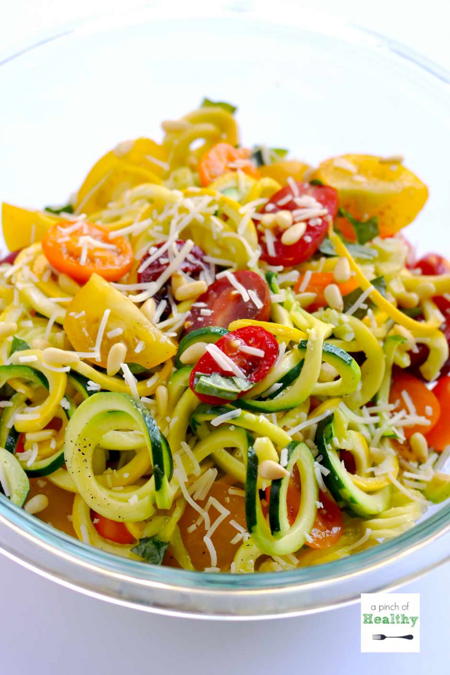 One Pot Garlic Parmesan Zoodles (Spiralizer Recipe) - Healthy Zoodle Recipes