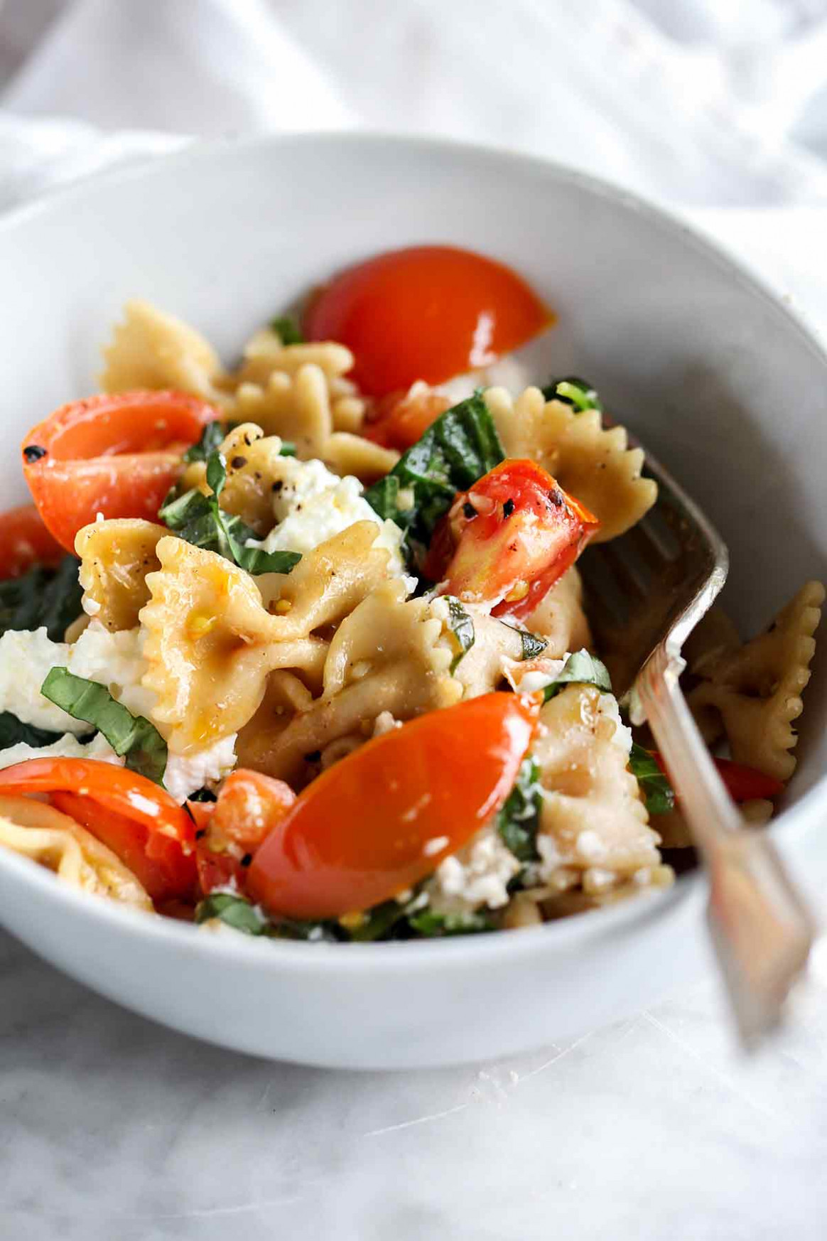 Pasta with Fresh Tomato Sauce and Ricotta Cheese - food recipes dinner