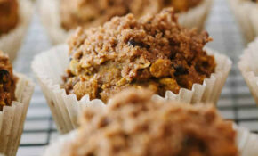 PUMPKIN OAT MUFFINS + CRUMBLE TOPPING - THE SIMPLE VEGANISTA