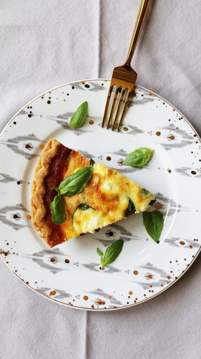 quiche with carmelized onions, mushrooms, spinach + feta cheese - recipe vegetarian quiche spinach