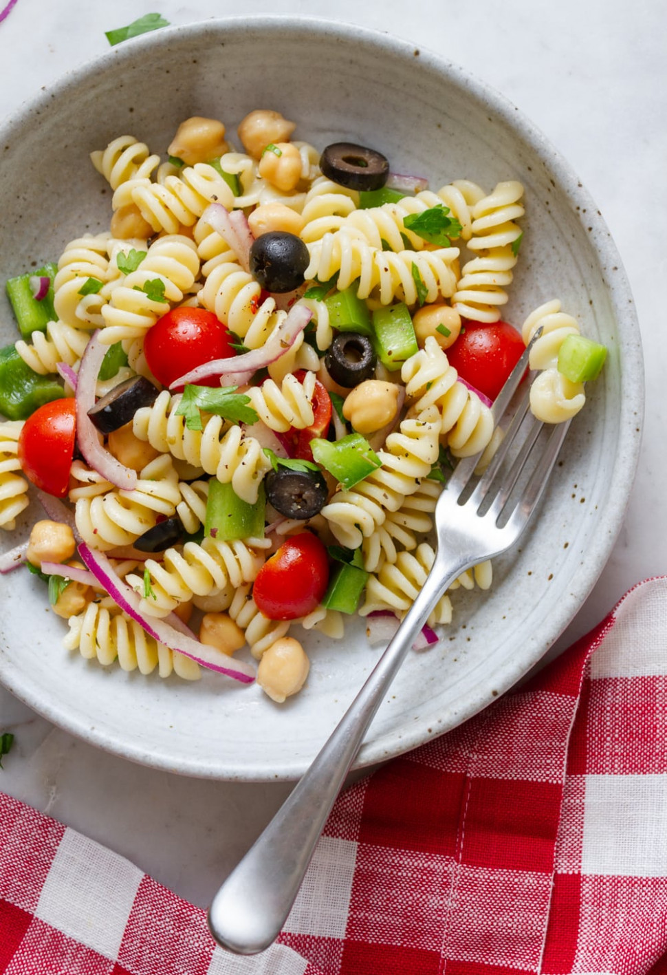 QUICK & EASY VEGAN PASTA SALAD - THE SIMPLE VEGANISTA - cheap easy kid friendly vegetarian recipes
